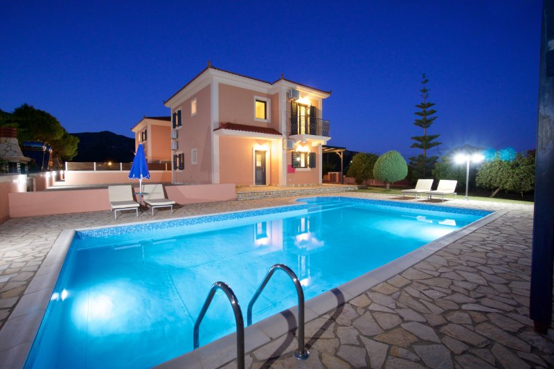 Villa Nyx, Outstanding Villa w/ Private Pool, easy access, close to amenities, vacation rental in Katelios