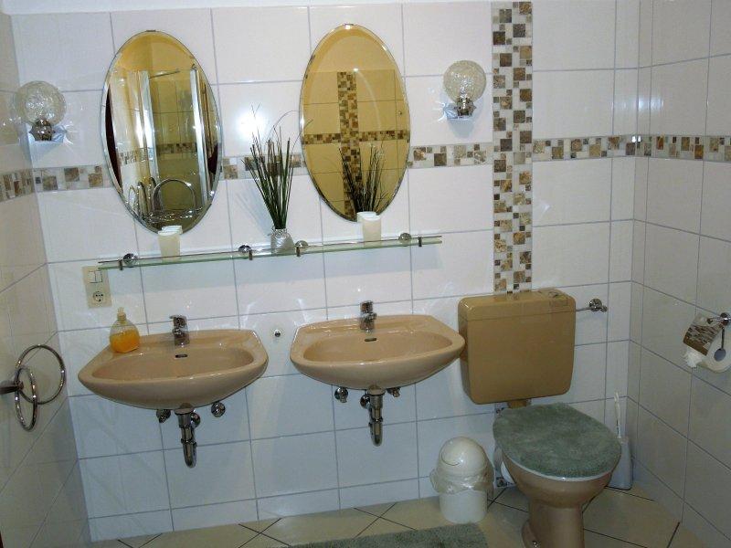salle de bains, récemment rénové (2017) avec deux zones de lavage séparés