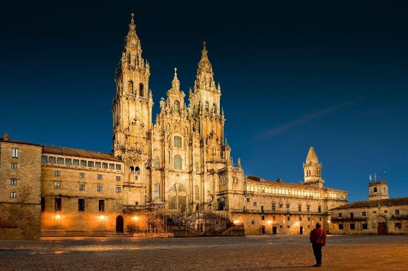Santiago de Compostela (20 min. tren)