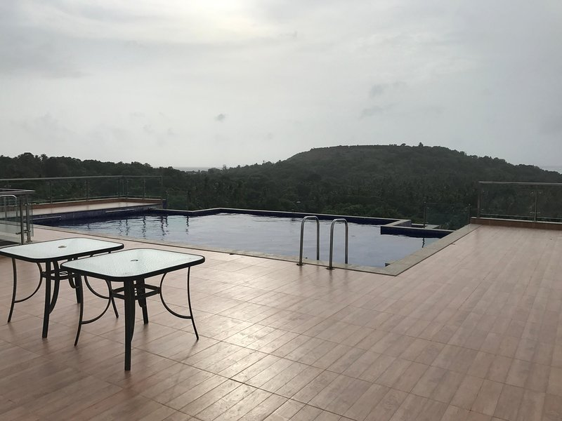 Symphonny Apt Goa-1BHK, Sea-view Terrace, Vagator, holiday rental in Vagator