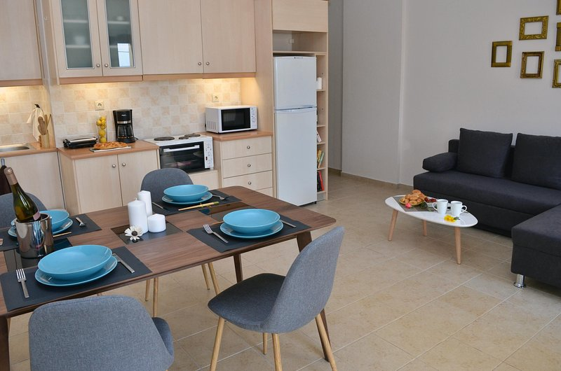 Sofia's apartment, 10 minutes walk from Chersonissos center, alquiler vacacional en Chersonisos