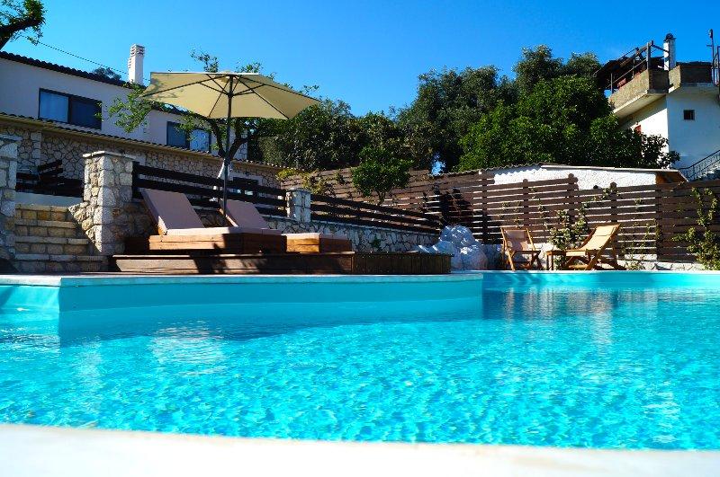 ANITA VILLAGE MAISONETTE LUXURY APARTMENT, vacation rental in Perama