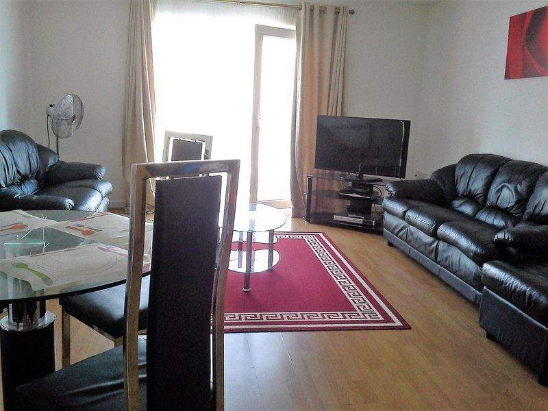 Spacious 2 Bedroom Apartment,sleeps 6, aluguéis de temporada em Londres