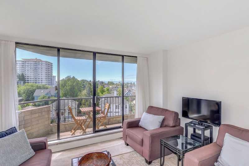 Terrific Beacon Hill Park 2 Bedroom Condo Walk To Parks and Habour, holiday rental in Victoria Capital Regional District