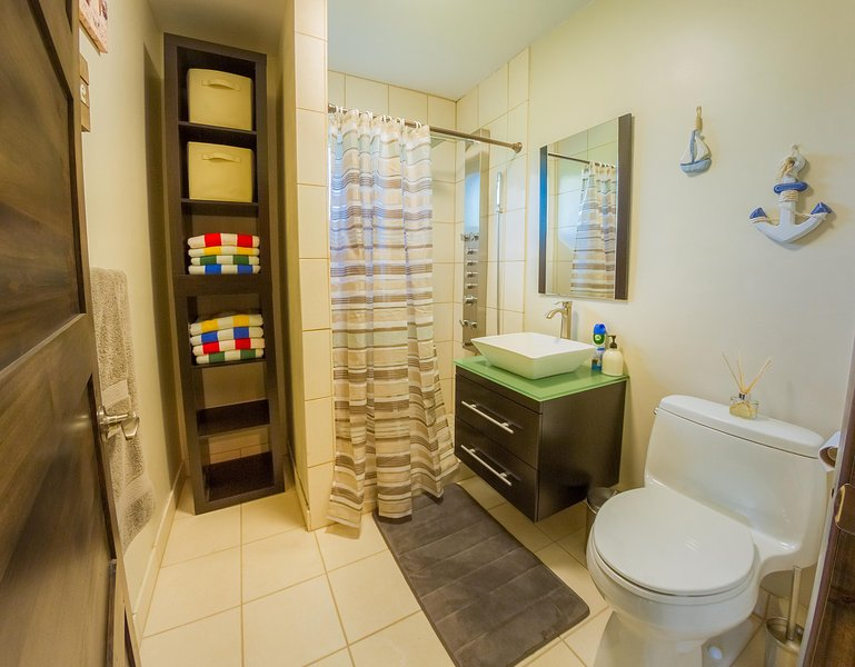 Third bathroom stocked with beach towels
