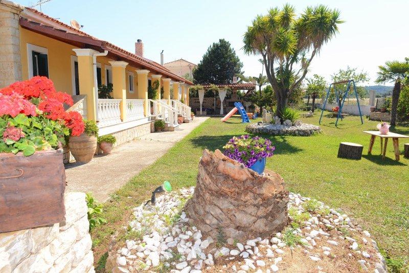 Villa Anna - 2 Bedroom house, location de vacances à Acharavi