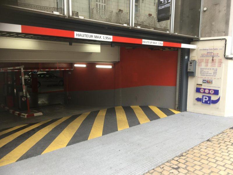 Secure ondergrondse parkeergarage direct tegenover het appartement
