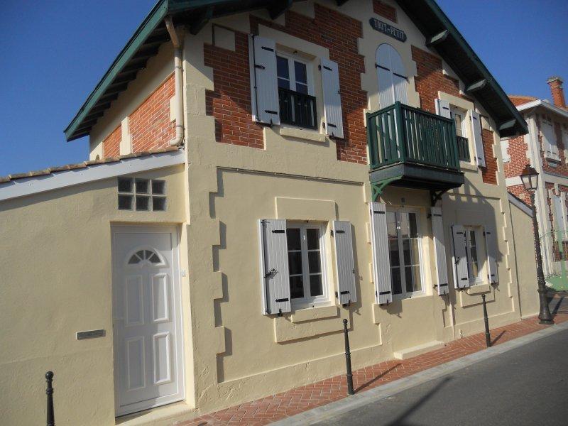 Appartement en rez de chaussée à deux pas de la plage, aluguéis de temporada em Le Verdon Sur Mer
