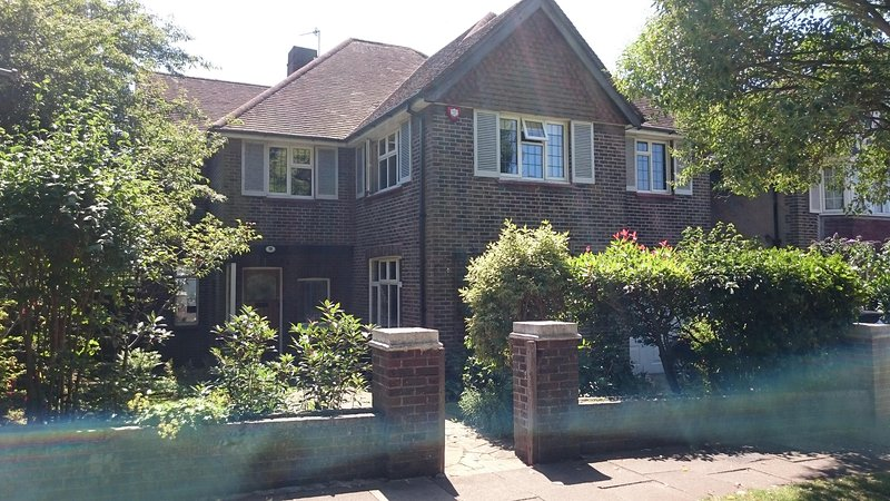 Gorgeous Brighton & Hove Detached Home Rental, casa vacanza a Hove