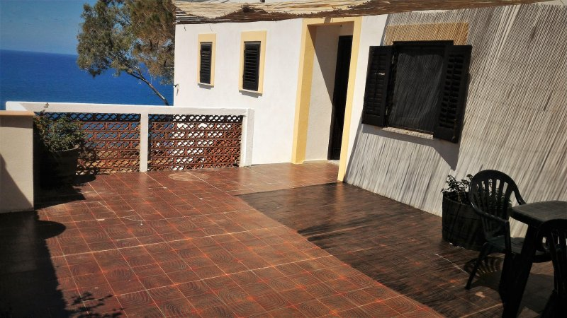 Casa con terrazza sul mare, holiday rental in Marina di Caronia