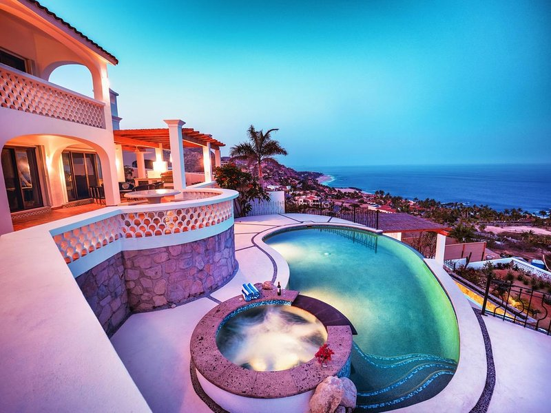 Gorgeous Hacienda with Stunning Ocean Views - Value and Luxury – semesterbostad i San Jose Del Cabo