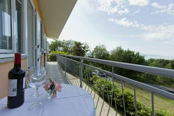 3DB, 4+1, self catering, bike friendly parking/garage, freWiFi, sea view, AC,BBQ, holiday rental in Opatija