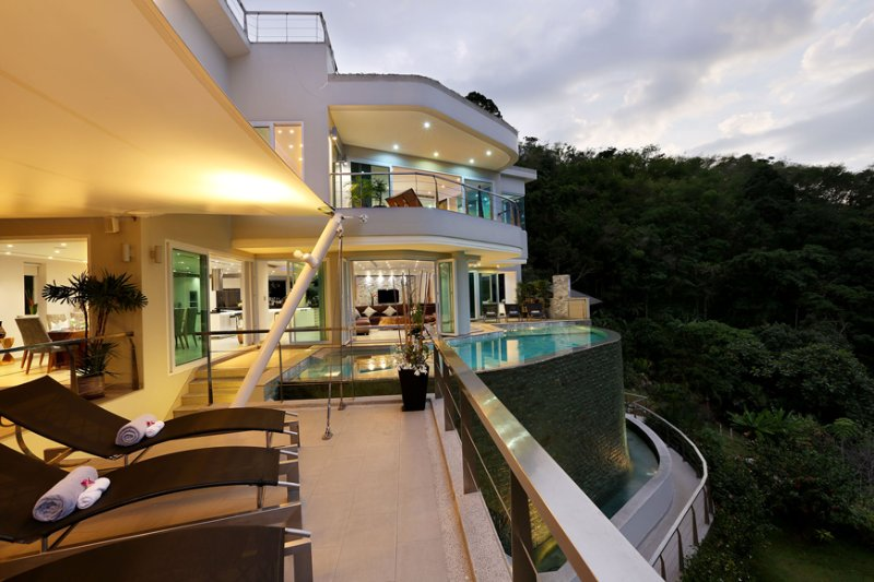 Villa Beyond - 7 BR Sea View, 5 mins Beach, location de vacances à Phuket