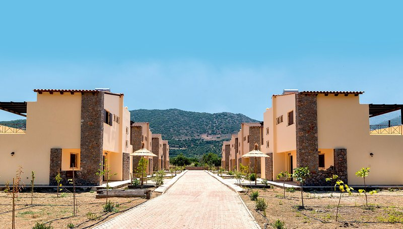 Organic Garden Villas in Traditional Village, location de vacances à Fourni