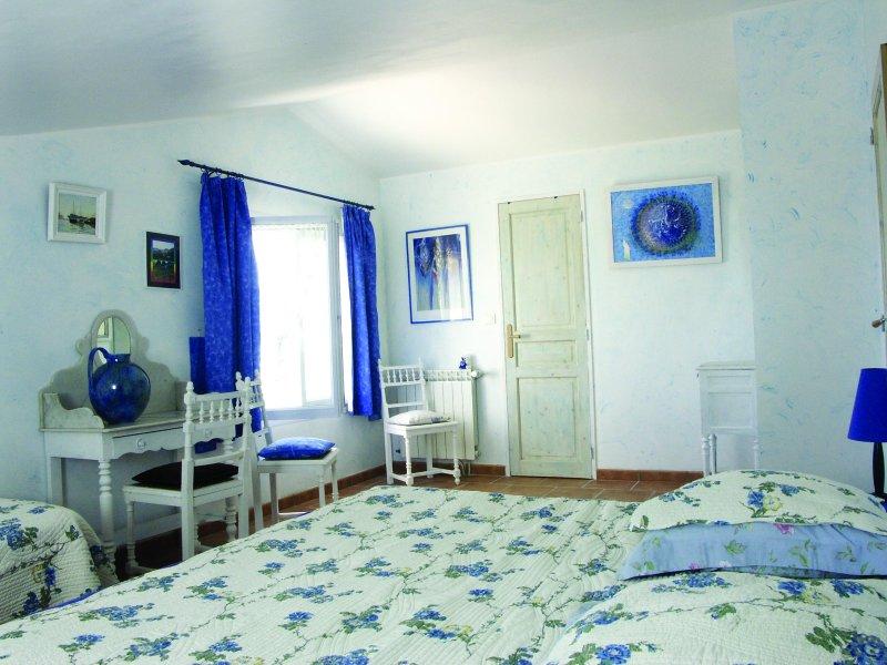 Gîte B.G. appart. 95m2-4 pers.dans maison  terrasse, aluguéis de temporada em Nezignan-l'Eveque