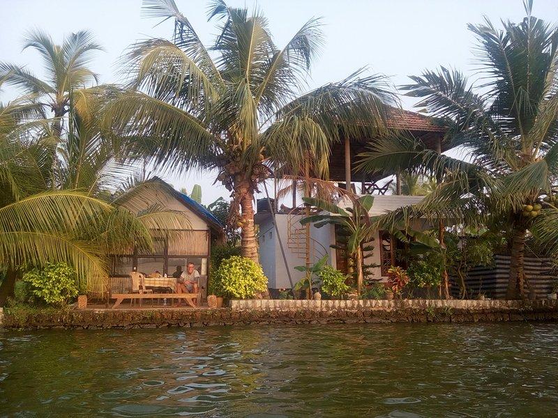 LAKE FRONT HOMESTAY, alquiler de vacaciones en Nedumudi