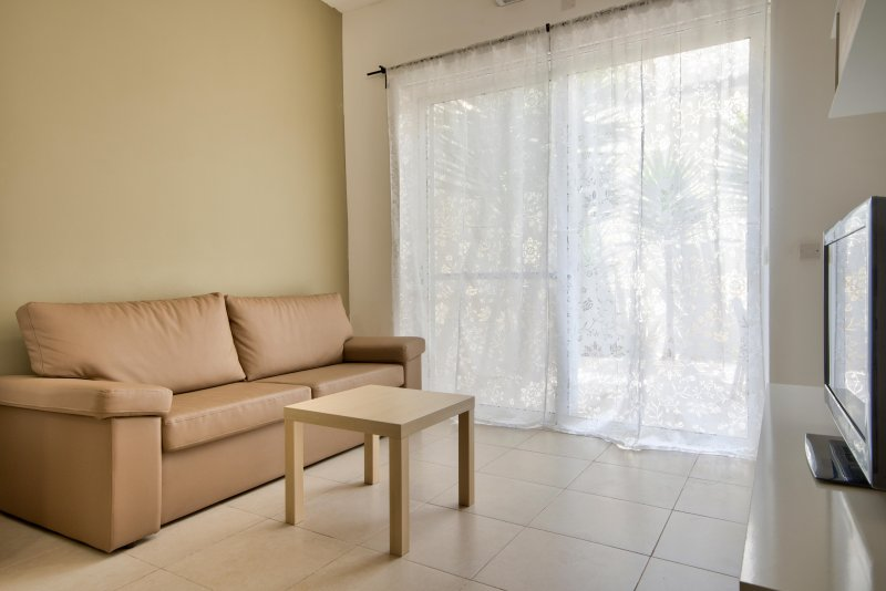 Centrally located 2-bedroom with outside space, aluguéis de temporada em Il Gzira