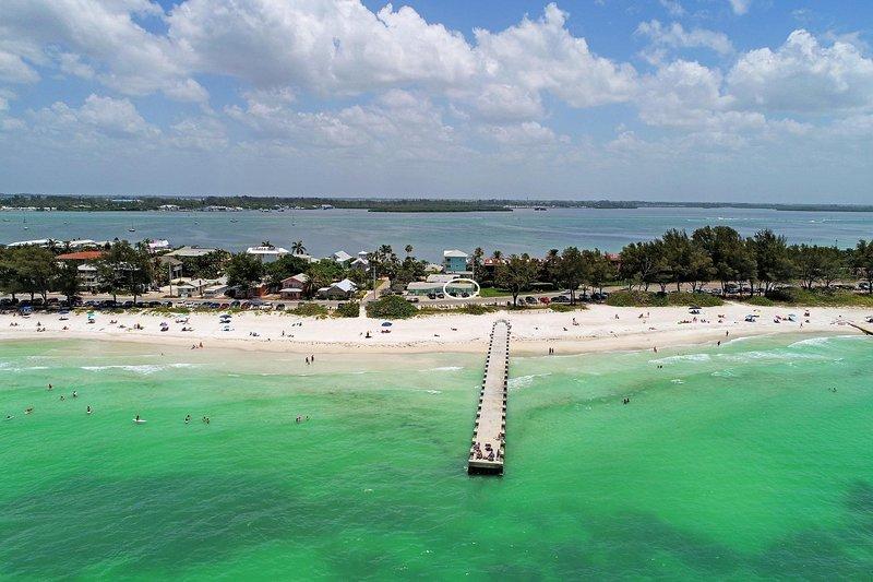 Vista aérea de la casa del lado del golfo.