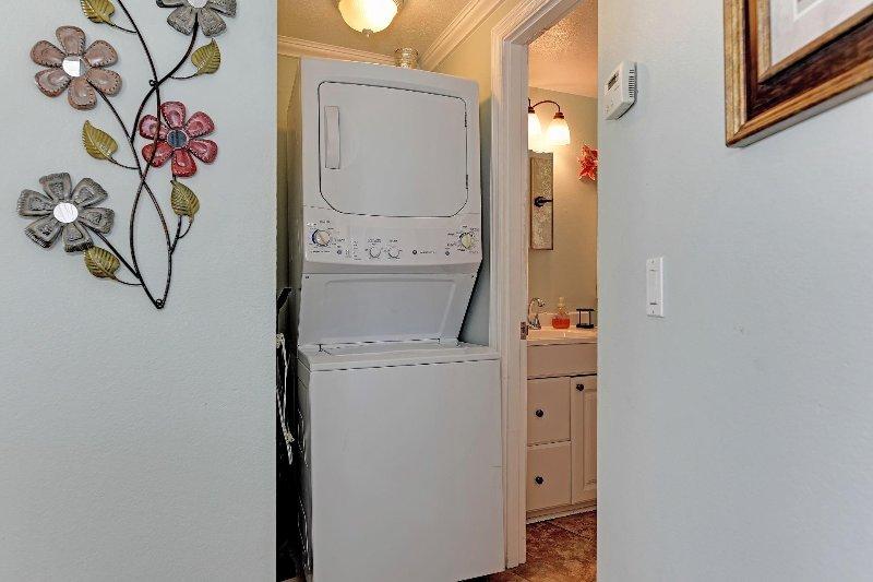 Lavadora / secadora en la unidad.