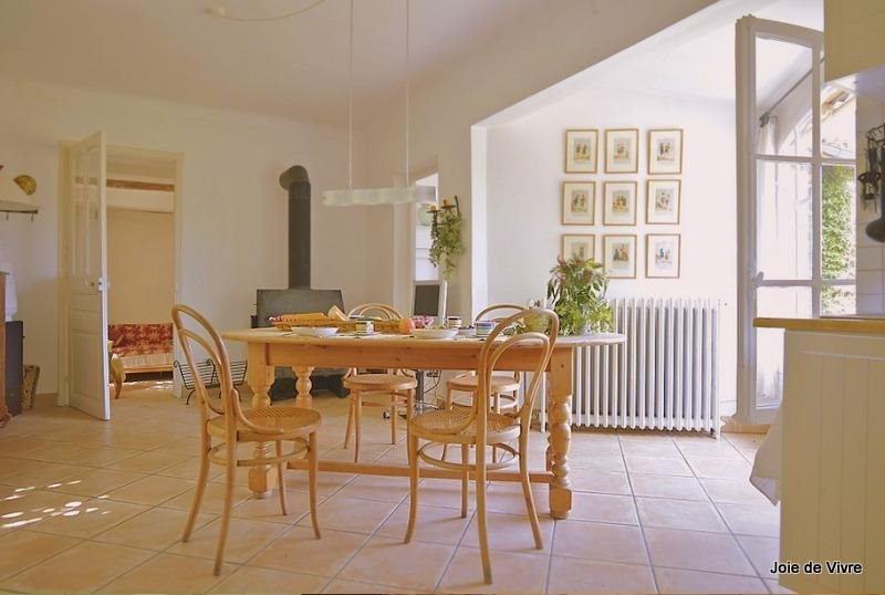 JdV Holidays Old Savonnerie 1, beautiful 2 bedroom apartment, walking to town, Ferienwohnung in Vence