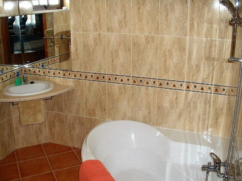 Full bathroom ensuite to bedroom 1