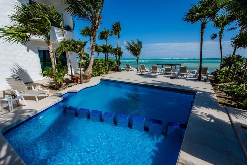 Luxury oceanfront Villa with all the amenities, Concierge & Beachside Pool!, vacation rental in Soliman Bay