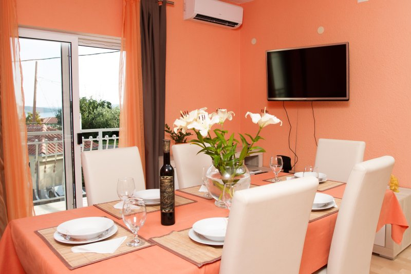 Sunny House, location de vacances à Kastel Sucurac
