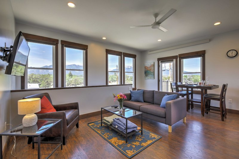 Look forward to a mountain retreat at this vacation rental loft in Buena Vista!