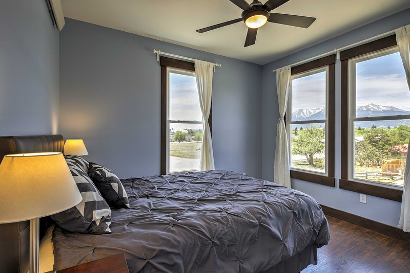 Wake up to stunning views of the Collegiate Peaks mountain range.