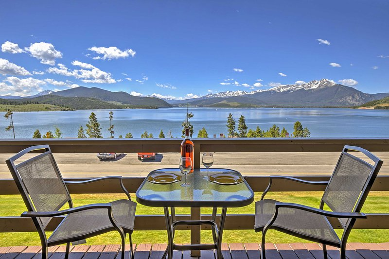 This Rocky Mountain paradise offers 1-bed and 1-bath.
