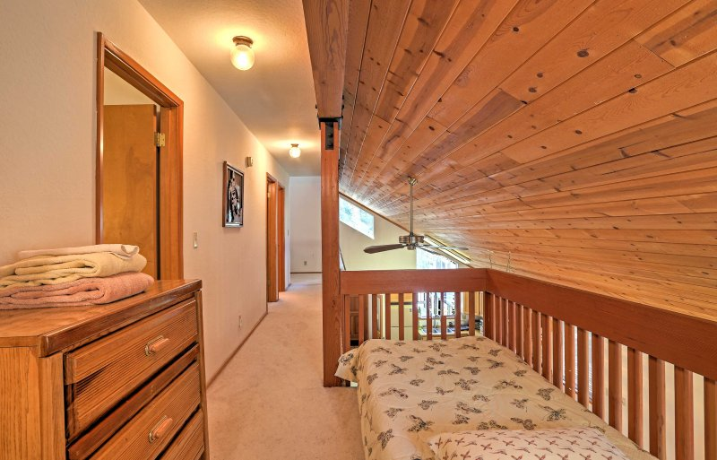 A twin bed in the reading nook upstairs provides additional sleeping for 1.