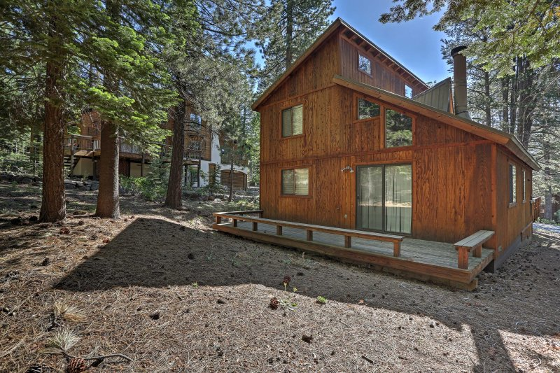 Book this cozy cabin for the ultimate Truckee getaway!