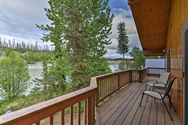 'Burl Lodge' is a 2-bedroom, 1.5 bathroom vacation rental cabin in Soldotna.