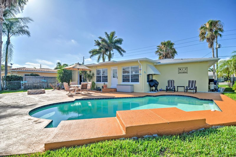 Experience Treasure Island like never before when you stay at this 2-bedroom, 1-bathroom Treasure Island vacation rental house.