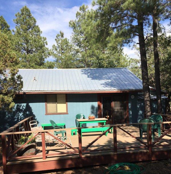 cubierta lateral grande para la relajación, la barra b y observar la vida silvestre en el patio trasero