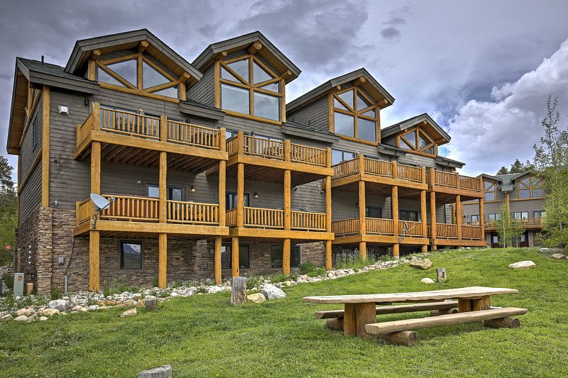 Spruce Ridge offers an ideal mountain-resort destination for groups of 8!
