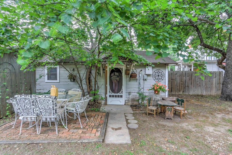 A quiet getaway awaits you when you stay at 'La Casa Pequena,' a 1-bedroom, 1-bathroom vacation rental house situated behind a historically marked Victorian home in Waxahachie.