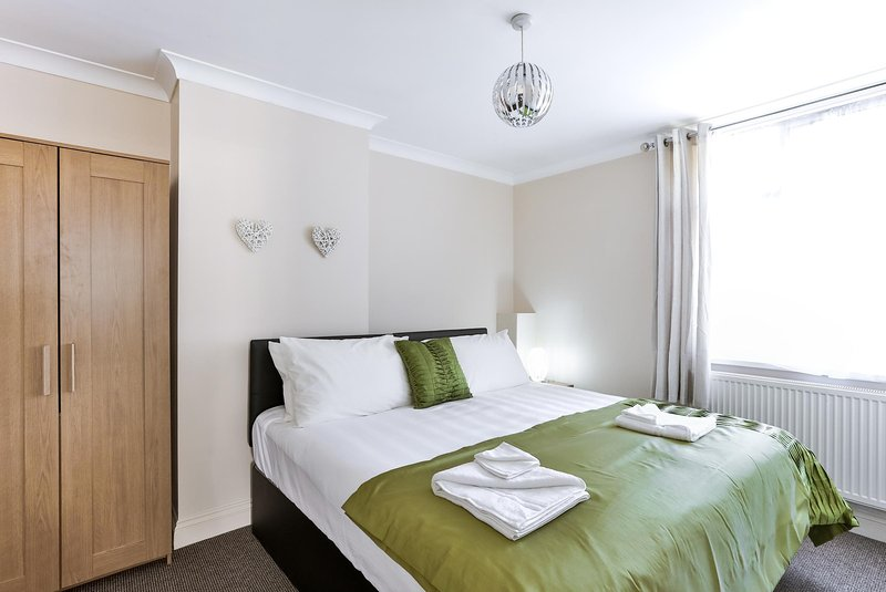 Skyvillion Northern House, vacation rental in Enfield