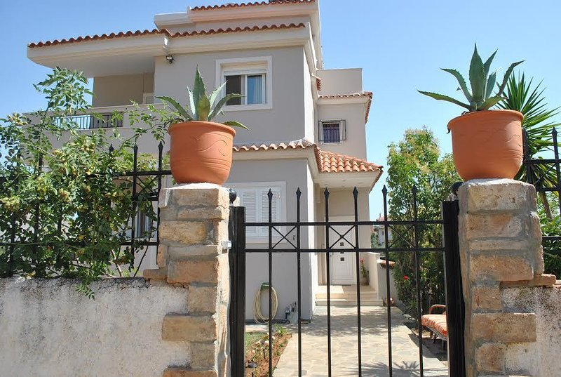 'NANTIA' studio with large veranda,view to the olive grove, holiday rental in Palaia Fokaia