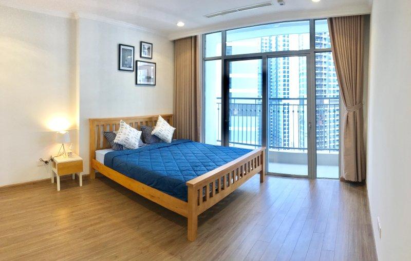 dormitorio principal con baño privado completo