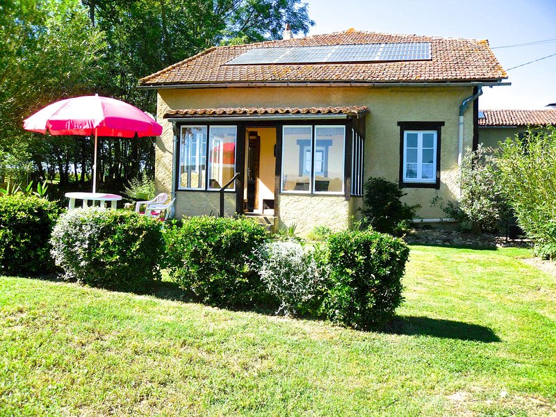 Welcome to our Adult only Gite,  Rieuterme. In the heart of the Pyrenees., location de vacances à Puydarrieux