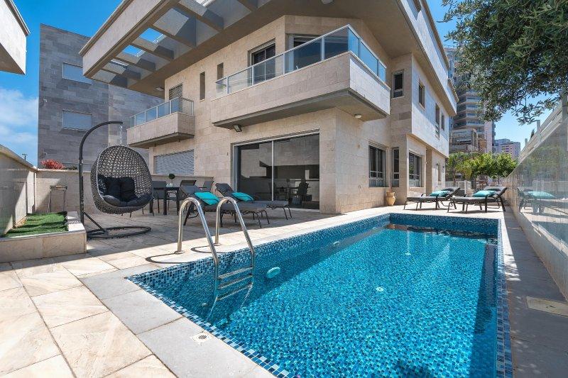 Vor Immobilien mit Pool