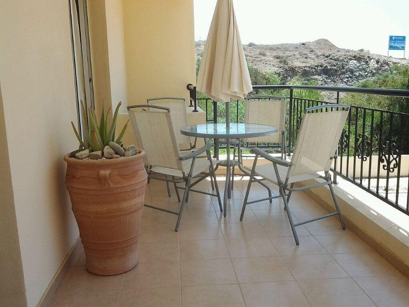 1 Bedroom Apartment with Sofa Bed and Sea Views, holiday rental in Empa