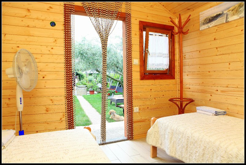 JK4 Lovely Holiday Wooden Cottage, casa vacanza a Secovlje
