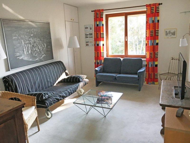 Living / bedroom ...