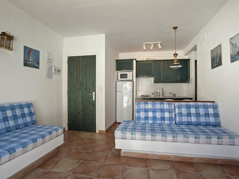 Apartment Studio located 50m from the beach of Canyelles Petites, Roses, holiday rental in Roses