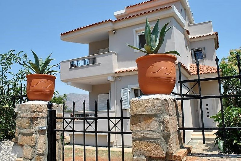 Angelina's Home, apartment with garden view, holiday rental in Palaia Fokaia