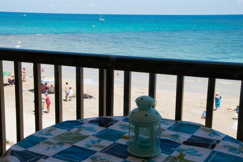 Front of fine sand beach apartment seaview wifi, aluguéis de temporada em Torre de la Horadada