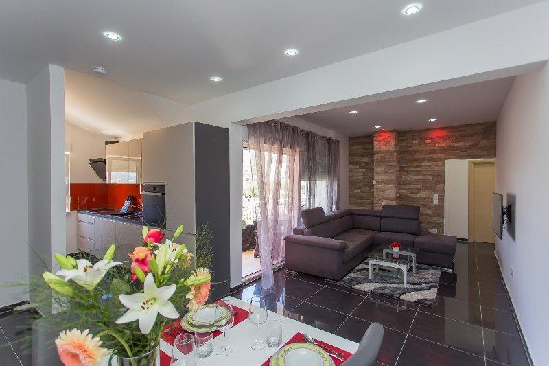 NEW: Modern apartm. Marija 2 near Split, casa vacanza a Kastel Luksic