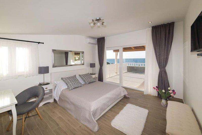 Luxury villa near Trogir, first row by the sea. NEW!, holiday rental in Drvenik Mali